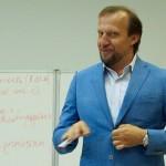 Михаил Дернаковский ведет тренинг